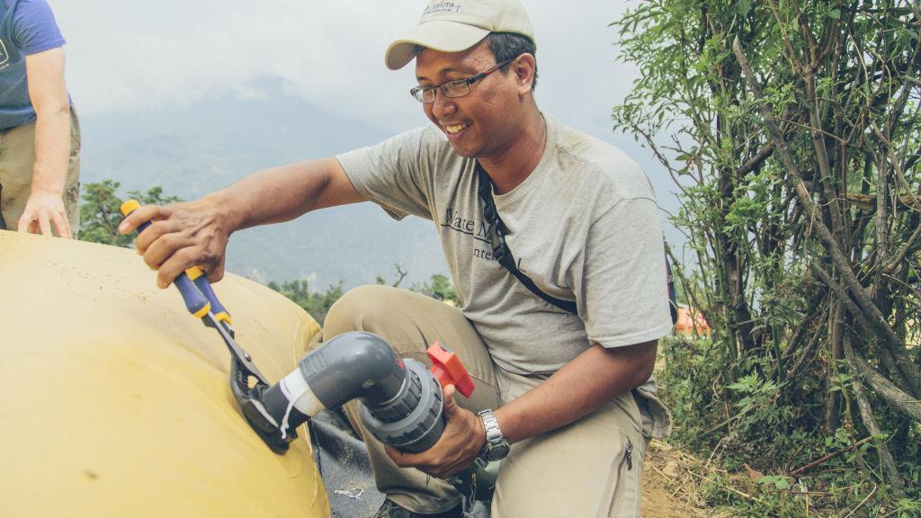 Tosa adjusts bladder tank fittings | Nepal Earthquake