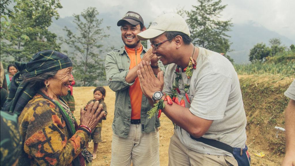 Tosa receives Pokhari necklace | Nepal Earthquake